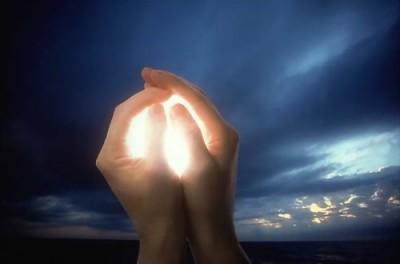 1website-christahealing-glowinghandslrg